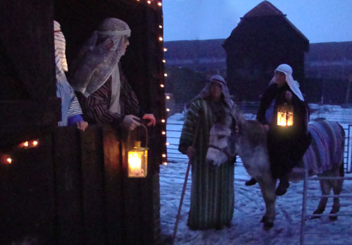 Mary and Joseph arriving at the inn